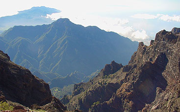 View from Roque de Los Muchachos into the Caldera de Taburiente and to the ridge of the southern volcanoes